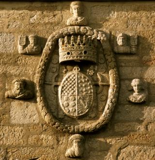 Escudo Fefiñanes