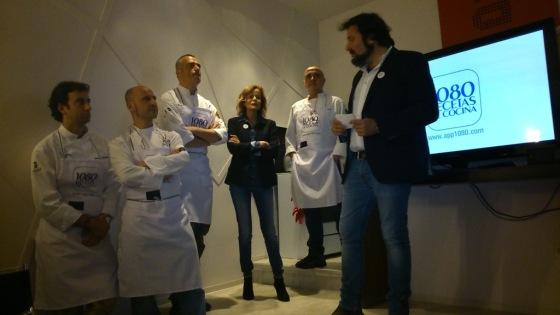 Inés Ortega, rodeada de cocineros durante la presentación / JRP
