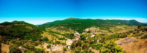 Panorámica de la Sierra e Gredos desde / VILA VINITECA