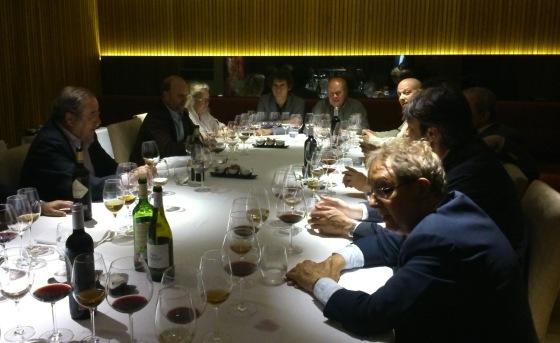 Un momento de la presentación de nuevo vino en el restaurante madrileño Álbora. / J.R. PEIRÓ