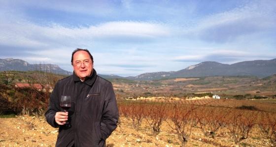 Carlos Moro, en su viñedo de Rioja. / GRUPO MATARROMERA