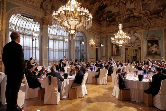 Las sesiones de cata tuvieron, como de costumbre, el suntuoso Salón Real del Casino de Madrid. / UNIÓN ESPAÑOLA DE CATADORES