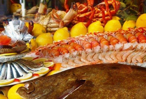 Espectacular mostrador de pescados y mariscos. / GRUPO COMBARRO