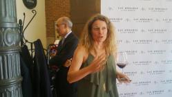 La autora del vino, durante la presentación. / B